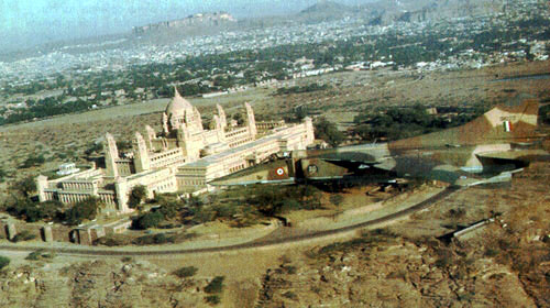 A MiG-27 flying over the Jodhpur palace!